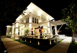 Lobby @ The Old Phuket at night