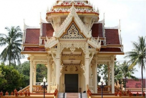 One of the small temples at Wat Chalong