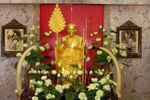 Statue of a monk at Wat Chalong