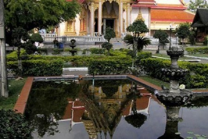 Pond at the grounds of Wat Chalong