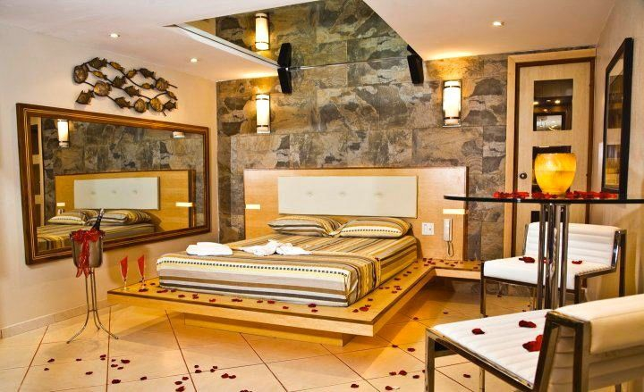 Villa Jacuzzi Zen II suite with romantic decorations for special occasion