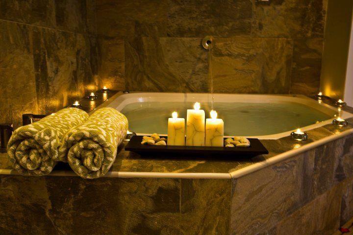 Hot tub in Villa Jacuzzi Zen II