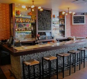 Bar Gitano, Condado Bar