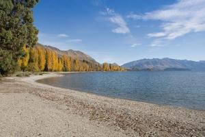 Edgewater Lake Wanaka