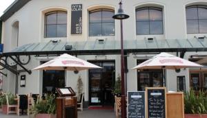 Ivy & Lola's - Kitchen & Bar