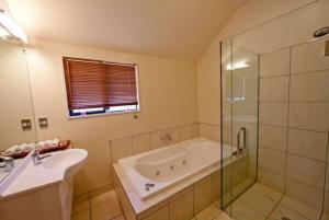 Motutapu Bathroom