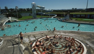 What to Expect in an Icelandic Swimming Pool