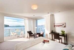 Premium Waterview Spa Guestroom