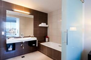 Premium Waterview Guestroom