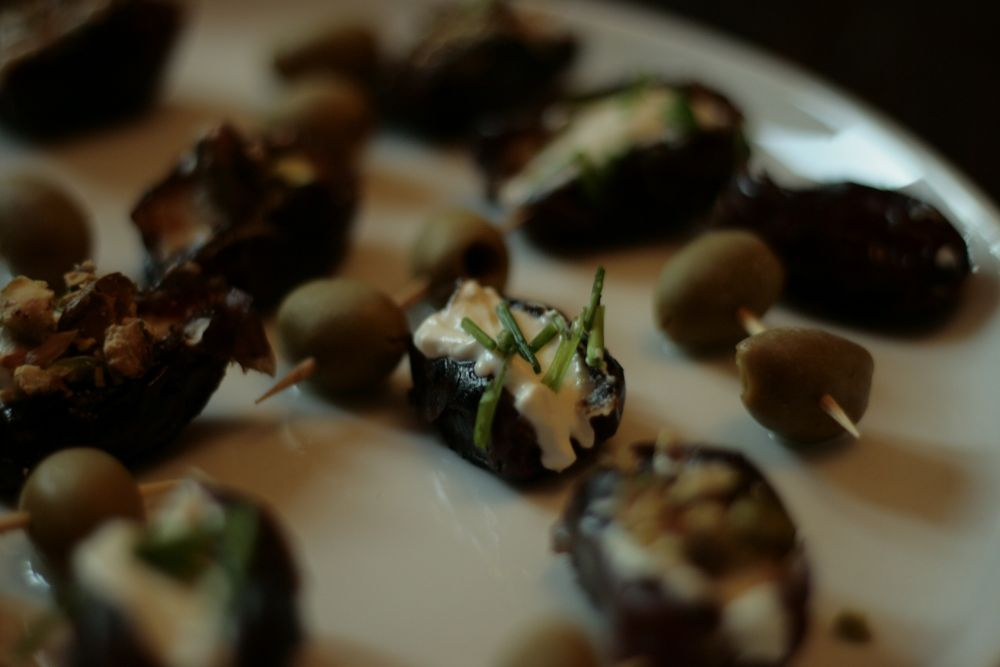 Breaking the fast with dates @Iftar during Ramadan (photo by: eatingeast)