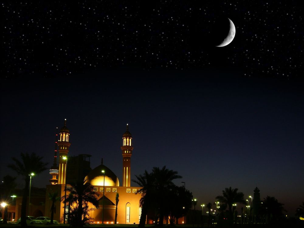 A Mosque at night (photo by: Bashar Al-Ba