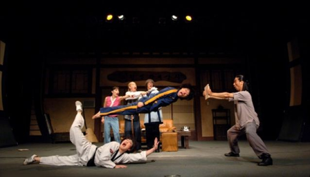 JUMP - A performance based on the traditional movements of various martial arts and acrobatics!