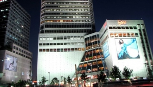 Midnight shopping around Dongdaemun Design Plaza
