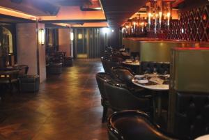 Steak restaurant seatings