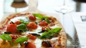 MoMo Kitchen - Pizza