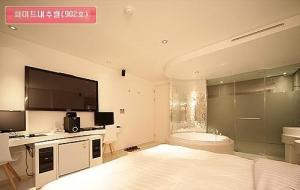 Room 902