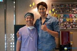Doctor Koo with actor Choi Hyeon-ho