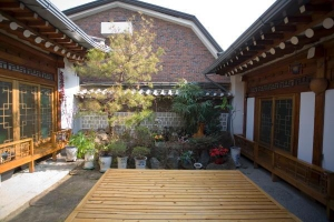Hanok Friends House