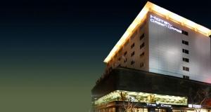 Hotel Green Grass by night