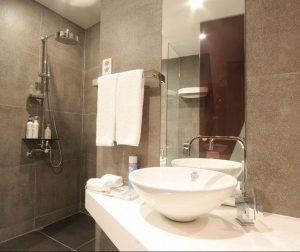 Royal Deluxe Bathroom