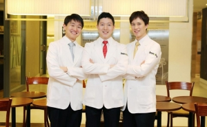 Meet their certified English speaking dermatologists at Hus'hu Dermatology Clinic for professional and high quality expat friendly skin care procedures in Korea.