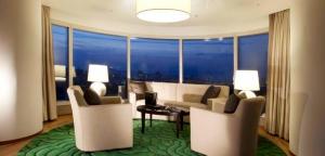 Club Corner Suite