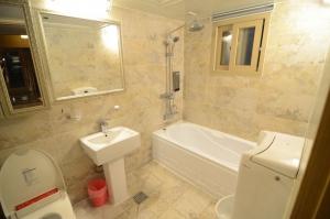 Bathroom, Gangnam