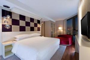 Honeymoon Suite - Bedroom