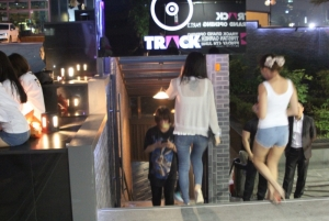 Club Track entrance