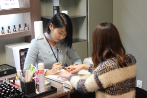Free manicure at BANOBAGI