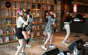 Kpop Group Dalshabet at Dal.komm Coffee