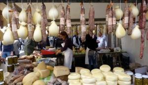 Market Stall in Floresta