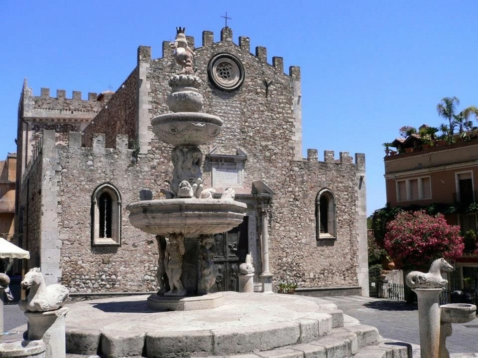 Duomo & fountain by Luigi Strano
