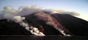 Stromboli, fire slide, by Dr. Boris Behncke