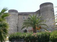 Castello Ursino by Luigi Strano
