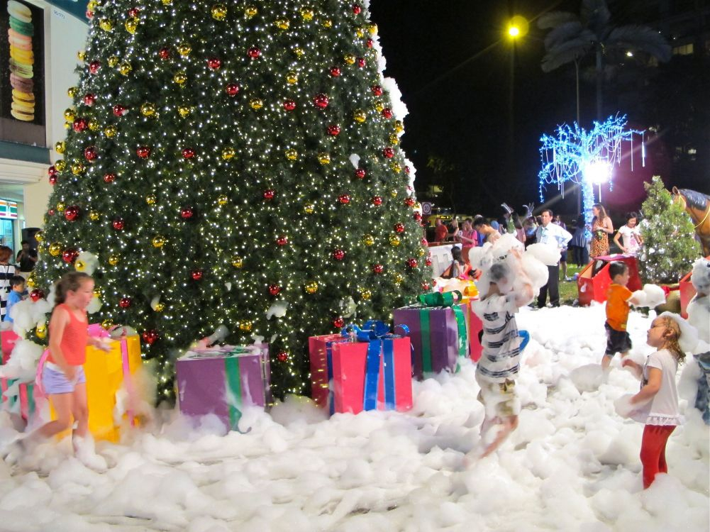 Let it Snow at Tanglin Mall!