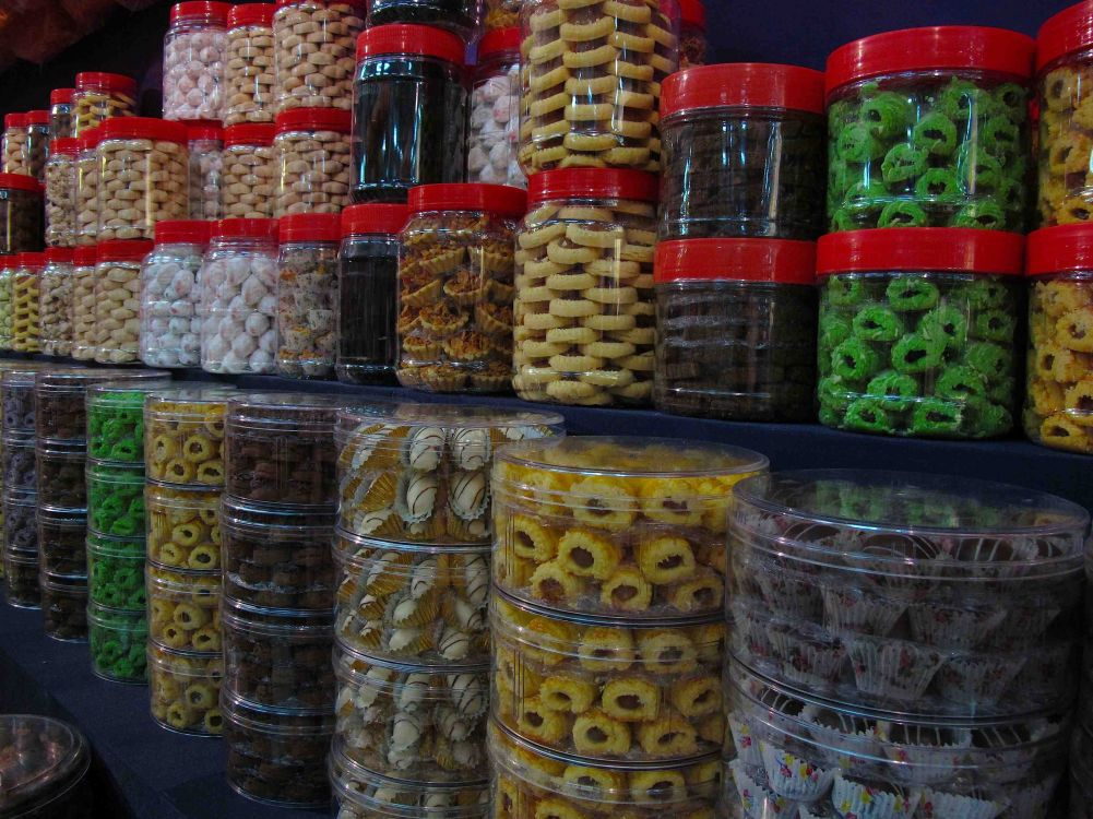 Delicious Hari Raya cookies are on sale throughout the entire bazaar in Geylang.