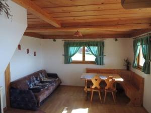 Janko in Metka Vineyard Cottage inside