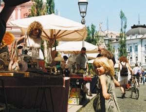 Sunday Flea Ljubljana S: Slovenia.info A: M.Fras