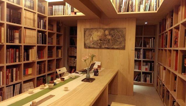 CANS Tea & Books House