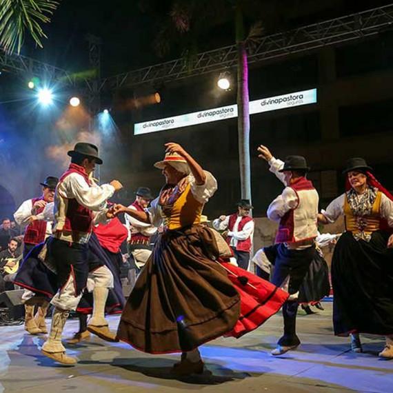 May Fiestas in Santa Cruz