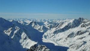 Pitztaler Glacier - Rifflsee - Snowy peaks even off-season!