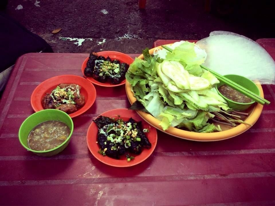 Enjoy local food with the amazing street food tour