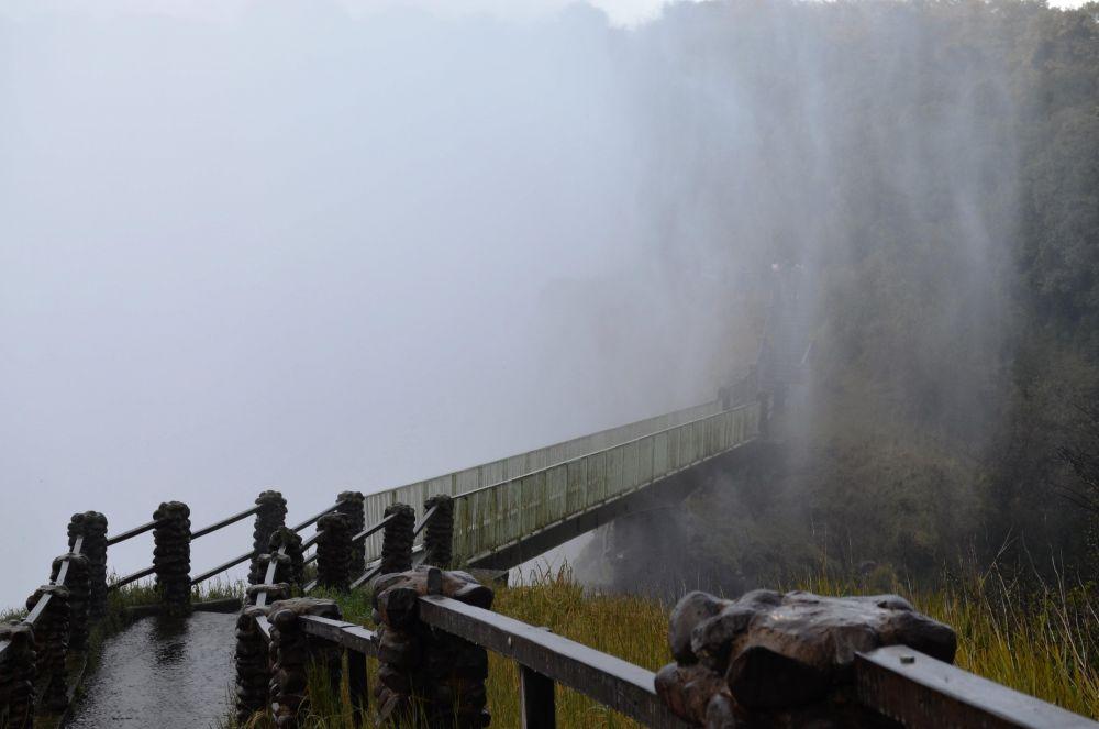 Knife Edge Bridge dripping wet