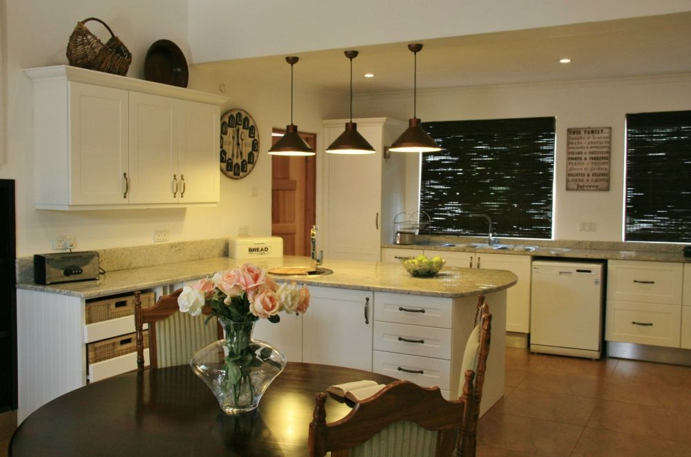 Romeo kitchens in zimbabwe my destination zimbabwe for Kitchen designs zimbabwe