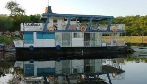 Zambuka Houseboat